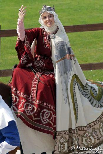queenly-12th-century-ensemble